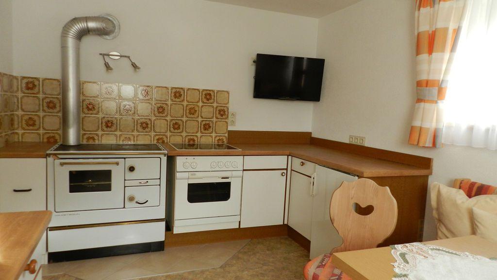 Wohnküche mit Holzherd